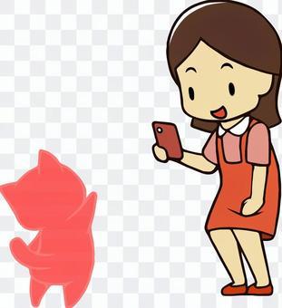 スマホのARゲームで遊ぶ女子
