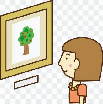 美術館で絵画を眺める女性