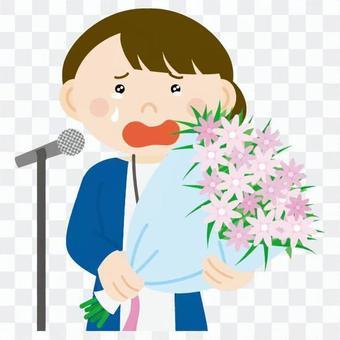 婦女誰講話哭拿著一束花