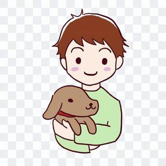 男孩抱著一隻狗
