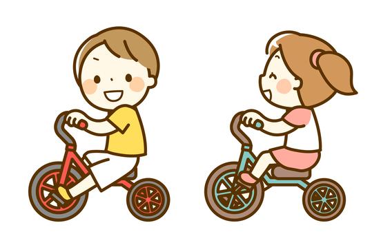 騎三輪車的孩子