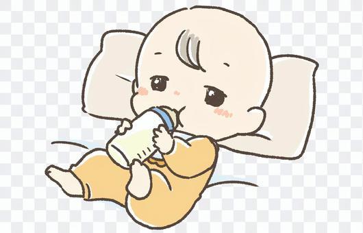 嬰兒在奶瓶裡喝牛奶