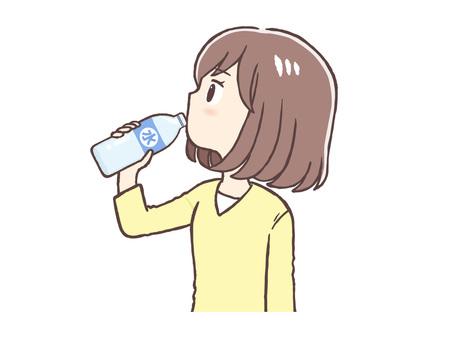 水合 便衣女人喝水(上半身)