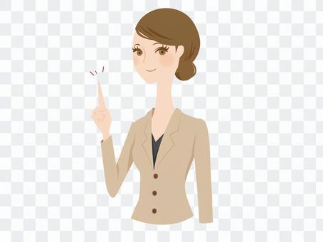 有一套衣服的一名婦女指向她的手指