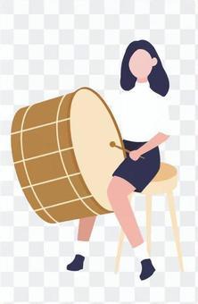 打鼓的女人