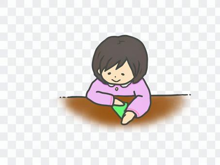 女孩折疊摺紙
