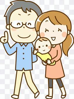 一對年輕夫婦走路和一個嬰兒