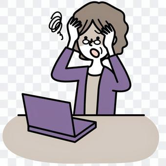 一位不能操作電腦的老年婦女