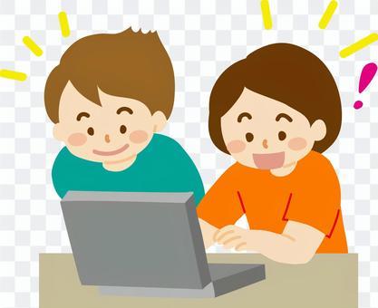 兒童使用計算機C在課堂上學習