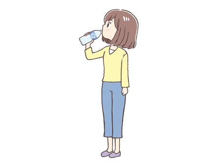 便衣婦女飲水
