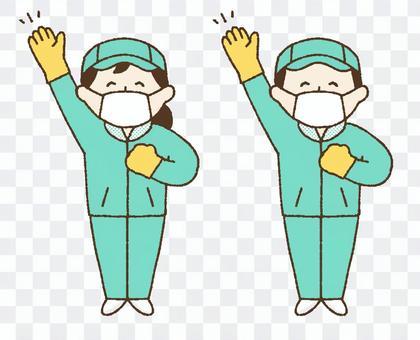 清潔工的男人和女人舉起雙手在工作服