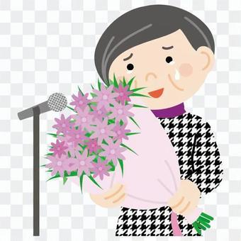 老牌女性的演講打動了一束鮮花