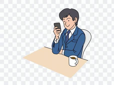 一名男性員工與智能手機
