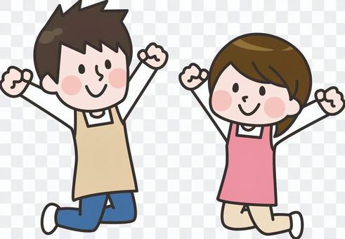 跳躍的圍裙男人和女人