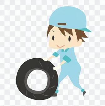 タイヤを転がす作業員