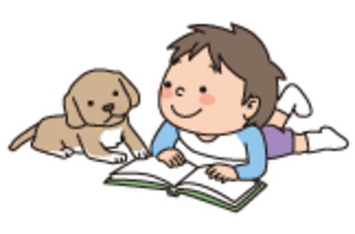 一個男孩讀一隻小狗