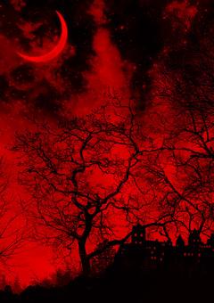 夜晚森林中的城堡和月牙紅