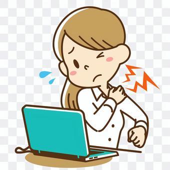 一個肩膀僵硬的女人在計算機上