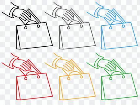 買い物バッグに物を入れる