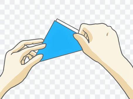 折疊摺紙的手