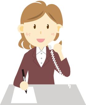 一個女人用電話