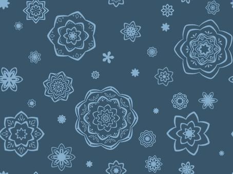 藍色牆紙與花卉圖案