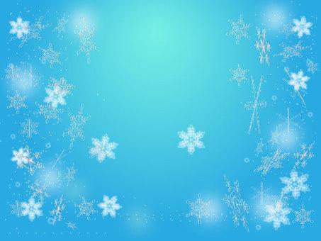在藍天的雪水晶