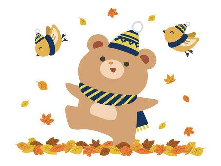 秋葉鳥和熊玩落葉