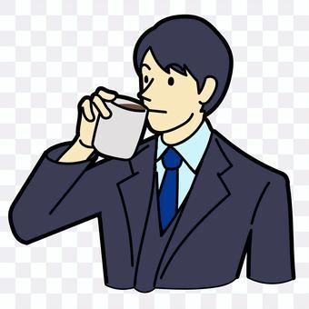 男人喝咖啡