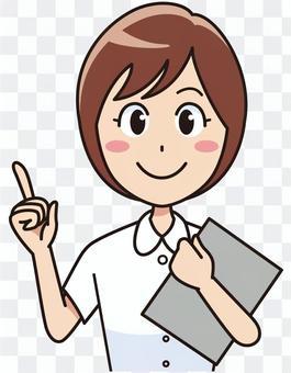 一個笑臉女護士誰指著一個手指