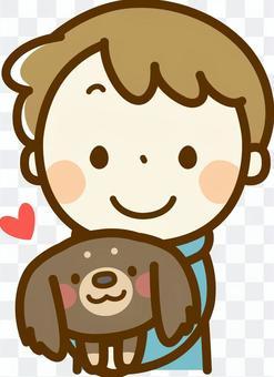 一個男孩抱著一隻臘腸