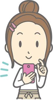 新妻子家庭主婦d  - 智能手機操作 - 半身像