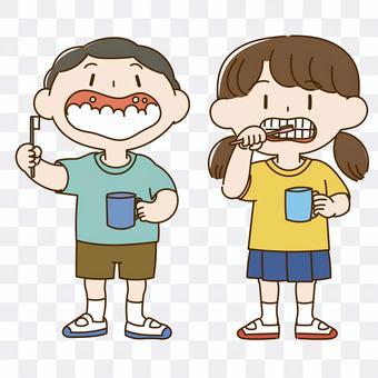 孩子們刷牙