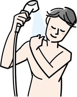 一個洗澡的男人