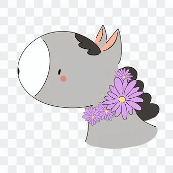 與一條紫色庭院項鍊的馬灰色馬