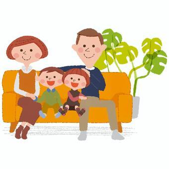 家人在沙發上放鬆