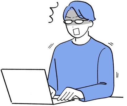一個戴眼鏡的男人在電腦前驚訝