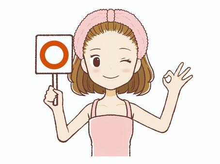 給一個圓形標誌的房間穿女人