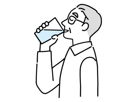 喝一杯水的老人