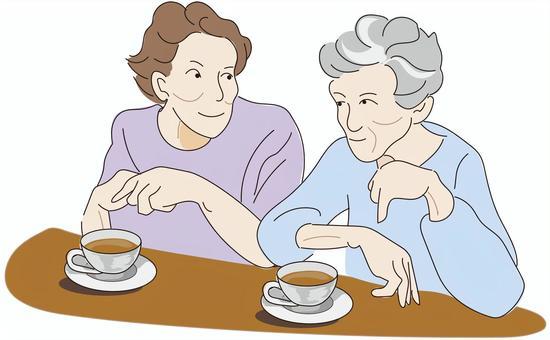 老婦享受茶